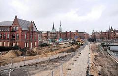 Vorbereitung des Areals um das Gebäude des Amts für Strom und Hafenbau zur Bebauung - Entstehung der Überseequartiers am Magdeburger Hafen.