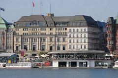 Historische Altbauen am Jungfernstieg - Alsterpavillon am Alsterufer