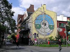 Discothek Grünspan an der Simon von Utrecht Strasse Grosse Freiheit mit Wandmalerei - Fotografien aus Hamburg St. Pauli.