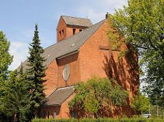 Kirche in Hamburg Wilstorf - Backsteinarchitektur - Bilder der Kirchenarchitektur; Paul Gerhardt Kirche, eingeweiht 1938.