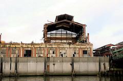 Abriss eines Gebäudes am Mügenburger Kanal - Fotos von der Peute - Bilder von Hamburg Veddel.