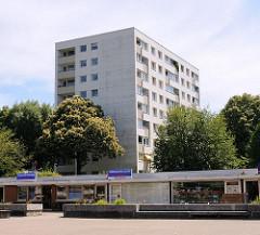 Hochhaus und Läden / Kiosk in Hamburg Wilstorf - Wohnungen in den Stadteilen Hamburgs.