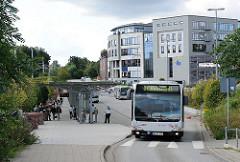 Busstation am Rahlstedter Bahnhof / Oldenfelder Strasse