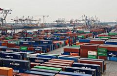 Containerlager auf dem HHLA Gelände des Terminals Burchard.