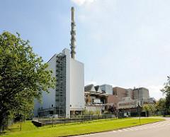 Gebäude der Müllverbrennungsanlage Stapelfeld; die MVA steht nahe des Schleswig-Holsteinischen-Teils des Naturschutzgebiets Höltingbaum.