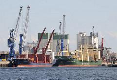 Schiffe und Kräne an der Kaianlage im Reiherstieg - Bilder aus Hamburg Wilhelmsburg.