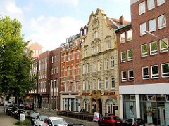 Architektur in der Hansestadt Hamburg - Bilder aus Hamburgs Altstadt - barockes Bürgerhaus im Schopenstehl - moderne Nachkriegsbauten.