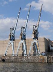 Hafenkräne im Kaiser Wilhelm Hafen - Bilder aus Hamburg Steinwerder.