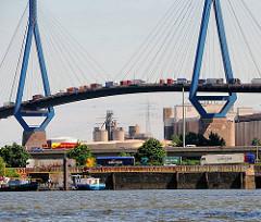 Köhlbrandbrücke mit Containerlastern - Bilder aus Hamburg Waltershof.