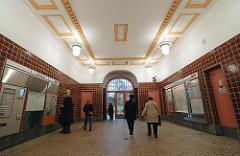 Innenansicht alter Bahnhof Hamburg Ohlstedt, Deckenbemalung.