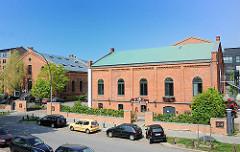 Backstein-Industriearchitektur - Historische Hamburger Architektur, Bilder aus der Hansestadt - Uhrenhaus und Reinigerhalle Süd auf dem Gelände des Bahrenparks.