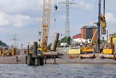 Baustelle der neuen zweiteiligen Reiherstiegklappbrücke, die am 2013 die Hubbrücke ersetzten soll.