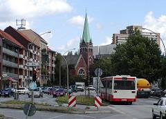 Jerusalem Kirche in Hamburg Eimsbüttel - Strassenverkehr in der Fruchtallee.