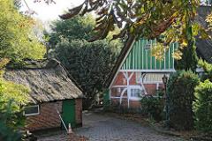 Bauernhäuser in Duvenstedt - Reetdachgebäude Poppenbuettler Chaussee