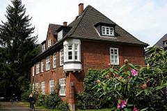 Nebengebäude des dreiflügeligen Klinkerbaus vom Lankenaustift - Architekten Raabe + Wöhleke - gebaut 1912 - 1913.