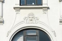 Juggendstilornamtent / Dekorelemente an einer Jugendstilvilla in Hamburg Uhlenhorst.