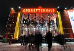 Hamburger Operettenhaus  - Abendvorstellung am Hamburger Spielbudenplatz - Nachtaufnahmen Hamburgs
