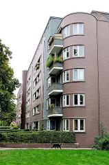 Restaurierte Fassade eines Wohngebäudes in der Hamburger Jarrestadt - Wohnblock am Goldbekufer.