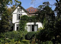 Villa mit bewachsener Fassade - Hamburg Niendorf - Bondenwald.