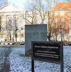 Gedenkstätte im Hamburger Stadtteil Rotherbaum - Platz der Jüdischen Deportationen, Gedenkstein.