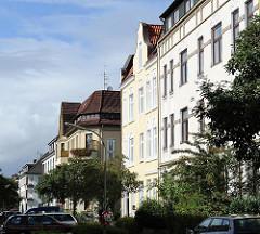 Unterschiedliche Architekturstile Hausfassaden von Wohngebäuden in der Heimfelder Alter Postweg.