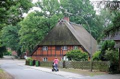 Dorfstrasse im historischen Dorfkern Hamburg Marmstorf - Geschichte der Stadtteile Hamburgs, Bilder aus den Hamburger Bezirken.