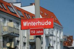 Stadtteilgrenze Winterhude - Wohngebäude im Hintergrund.