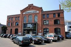 Bilder aus den Hamburger Stadtteilen und Bezirken - Industriearchitektur in Hamburg Ottensen - historisches Farbrikgebäude als Gewerberaum genutzt.