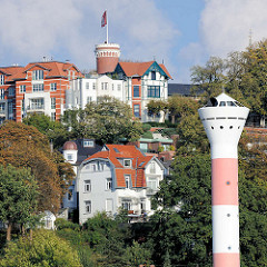 Süllberg in Hamburg Blankenese - Leuchtturm am Elbufer.