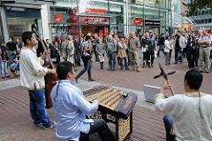 Musikgruppe - Ottenser Hauptstrasse - Musizieren  in Einkaufsstrassen - Stadtteilkultur in Hamburg.