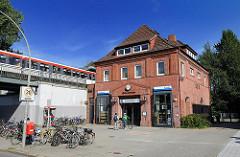 Hamburg Fotos aus den Bezirken - Hochbahnhaltestelle Trabrennbahn - Stadtteil Farmsen Berne.