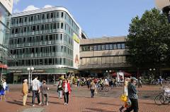 Ottenser Hauptstrasse - Eingang zum Altonaer Bahnhof.