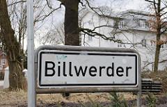 Ortschild Stadtteil Billwerder Schwarze Schrift auf weissem Grund