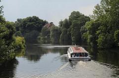 Fahrgastschiff auf der Doveelbe / Hamburg Reitbrook. Rundfahrt durch den Bezirk Bergedorf.