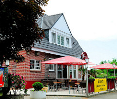 Zum Restaurant umgebauter Bahnhof der Vierländer Bahn in Hamburg Curslack.