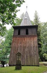 Hölzerner Glockenturm der Sinstorfer Kirche - Hamburgs ältestes noch stehende Gebäude der Hansestadt Hamburg.