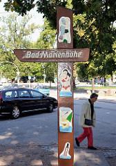 Geschnitztes Holdschild  Bad Freibad Marienhöhe im Stadtteil Sülldorf.