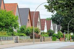 Einzelhäuser mit Spitzdach - Architekturbilder aus Hamburg Lohbrügge, wohnen im Stadtteil.