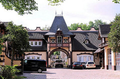 Gebäude der Freiwilligen Feuerwehr Blankenese - Fachwerkgebäude erbaut 1889 - ehem. Pferdestall und Wagenremise mit Kutscherwohnung.
