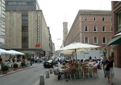 Fotos Stadtteil Hamburg Neustadt - Strassencafe an der Poststrasse - Hamburgs Geschäftsstrassen.