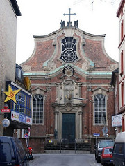 Blick auf die St. Josephs-Kirche - Fassade des denkmalgeschützten Kirchengebäudes in HH-St. Pauli.