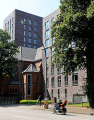 In den Neubau integrierter Rest der 2005 entwidmeten Barmbeker Heiligengeistkirche - Bilder aus den Hamburger Stadtteilen.