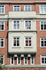 Wohnanlage - Mehrstöckiges Backsteingebäude - Hamburg Bahrenfeld - Architekturbilder aus dem Stadtteil.