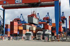 Beladung von LKW Hamburger Container Terminal Altenwerder.