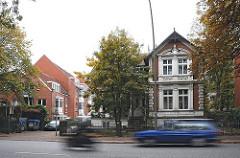 KFZ-Verkehr, Hauptverkehrsstrasse Kieler Strasse - Wohnhäuser