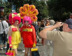 Die farbenprächtige CSD Parade wird gerne von Fotografen besucht.