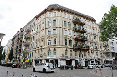 Eckgebäude mit gelber Ziegelfassade an der Wohlwillstrasse in HH-St. Pauli.