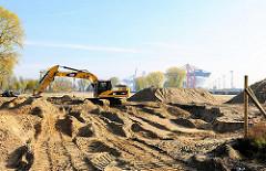 Baggerarbeiten auf der Dradenau - Hafenerweiterung beim Tankhafen, Vergrößerung des Container Terminal EUROGATE.