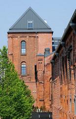 Historische Architektur in der Hansestadt Hamburg - Denkmalschutz in der Hansestadt - Backsteingebäude Gaswerk Bahrenfeld.
