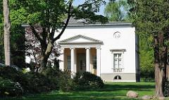 Klassizistische Hamburger Architektur - Landhaus Bauer in Hamburg Nienstedten.
